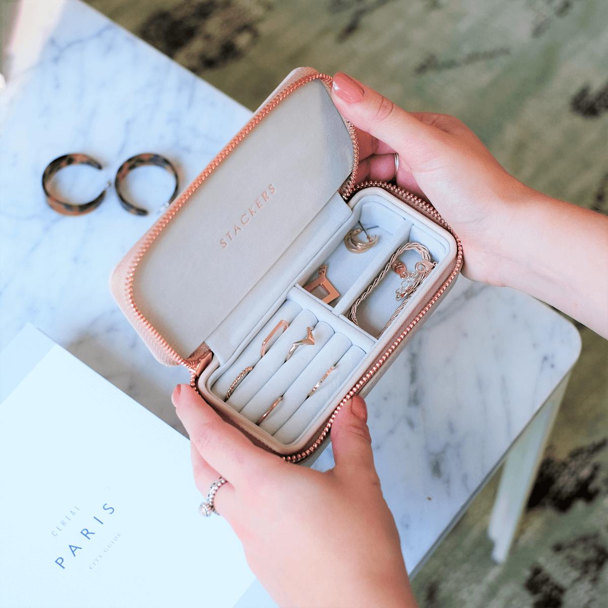 Pudełka podróżne na biżuterię